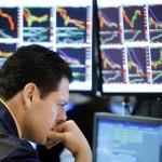 Финансовые компании в полной неразберихе, так как S&P/NASDAAPL при закрытии месяца остался неизменным
